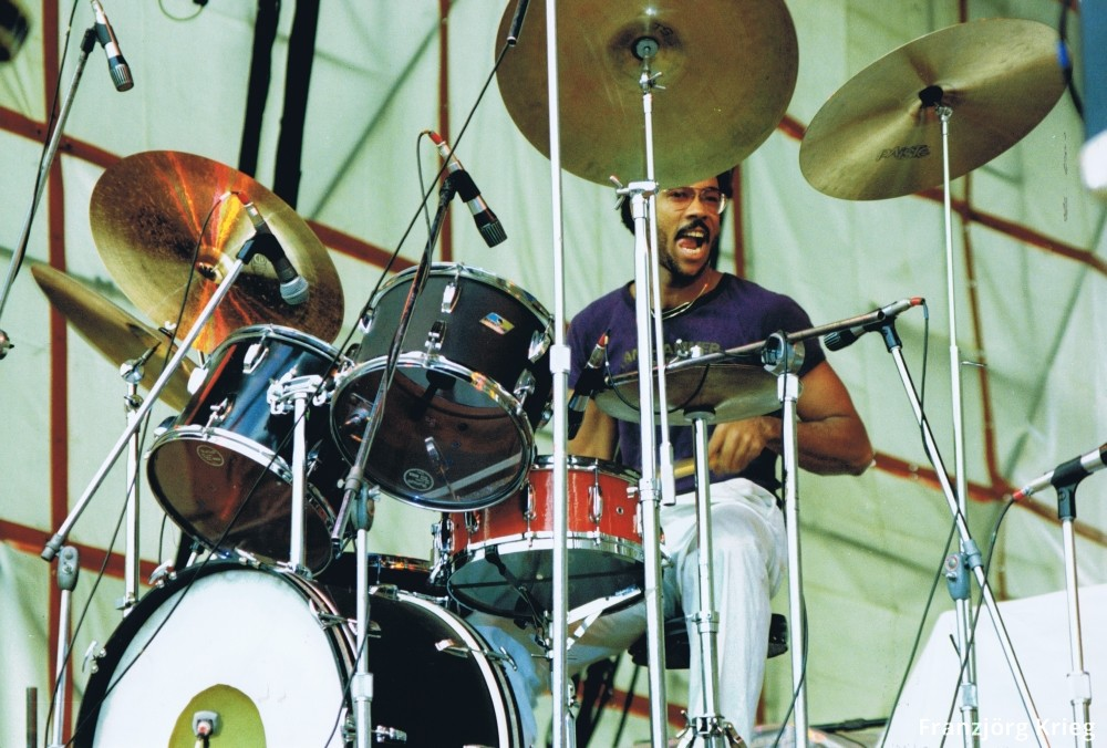1978_0903_festival_saarbruecken_05_35_mclaughlin_drums_1000