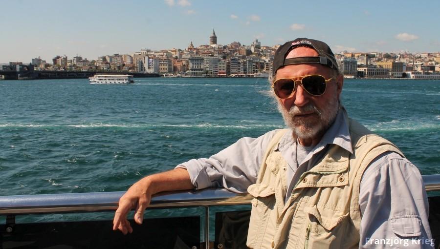 Eine Fahrt mit der Fähre ab der Galata-Brücke nach Üsküdar und wieder zurück hat den Erlebniswert einer Rundfahrt