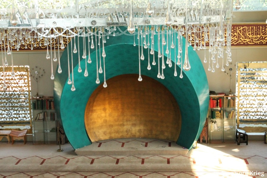 Die Sakirin-Moschee verdankt ihre filigrane Ausführung einer InnenarchitektIN
