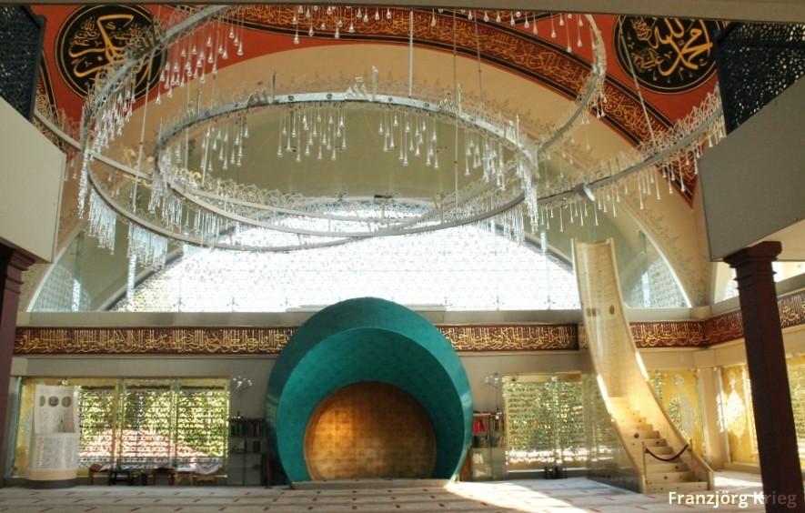 Die Familie Sakirin stiftete dem Stadtteil Üsküdar eine ganz besondere Moschee