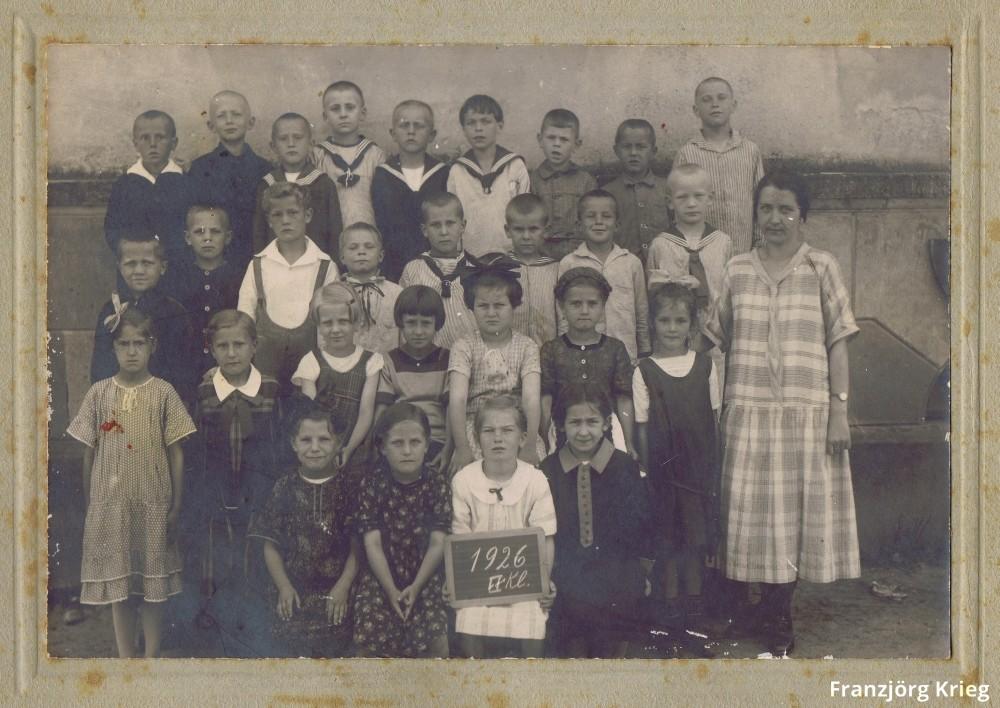 005_Schulklasse-1926_cut+corr_1000