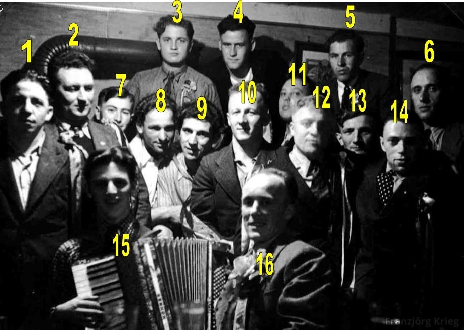 01-08-04_Gruppenfoto_1930_Gruppe-im-Strauß