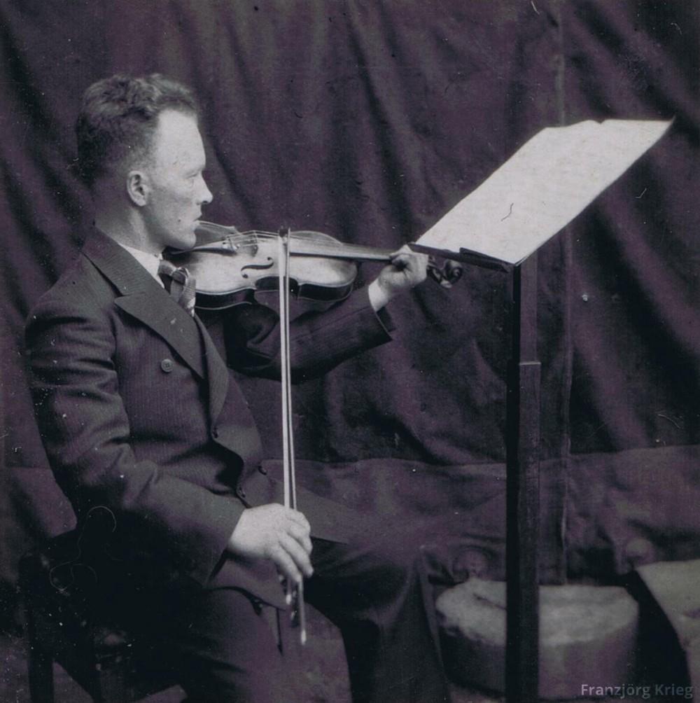 02-03-01_Johann-Greif-mit-Geige_cut_1000